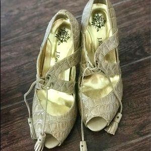 Patent crocodile heels with tassel tie Size 8 tan